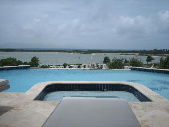 Sheriva Villa Hotel: View over jacuzzi and pool