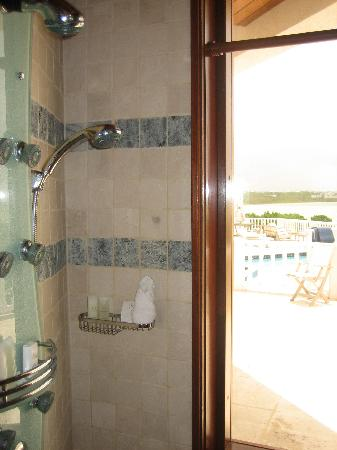 Sheriva Villa Hotel: Shower - there's an equivalent set up to the right