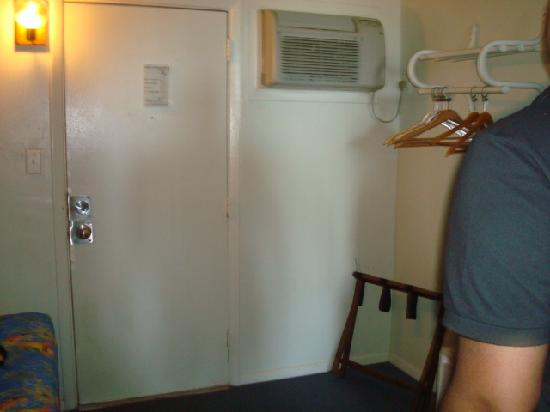 Viking Ocean Front Motel: The AC that didnt work