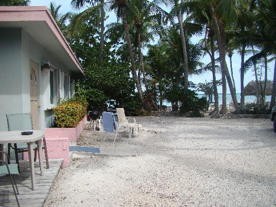 Popp's Motel : Outside the Units
