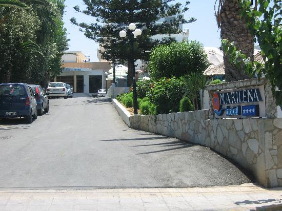 Amoudara, Greece: Entrée depuis la rue