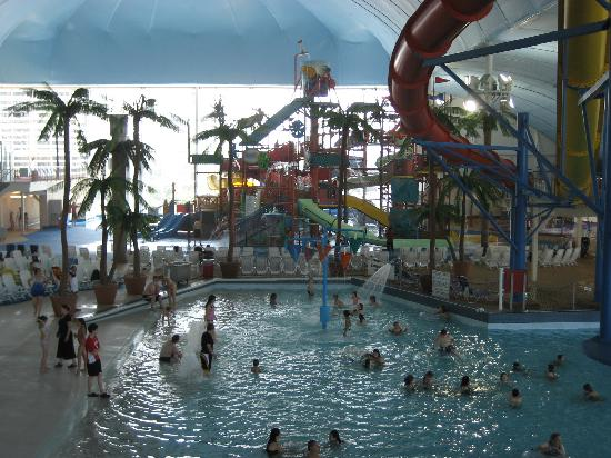 Skyline Hotel & Waterpark : Looking across to the Jungle Gym