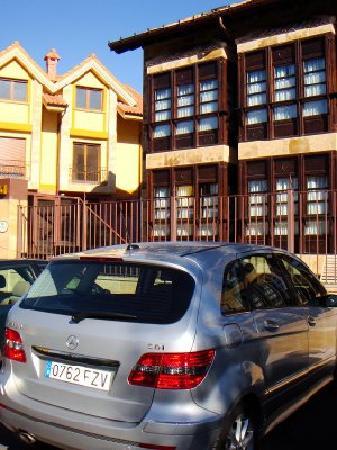 Posada Spa Privilegio De Vara: facciata della posada con la nostra mitica Classe B