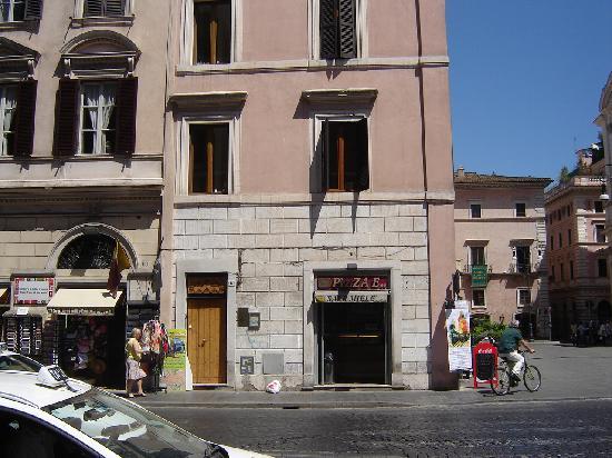 Apartments Casa Navona: Casa Nova seen from Piazza Navona