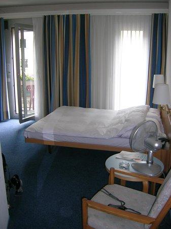 Sternen Oerlikon Hotel:                   Room