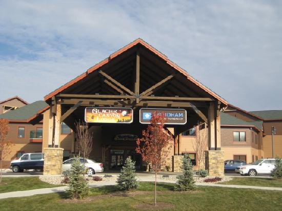 Glacier Canyon Lodge: Main Entrance