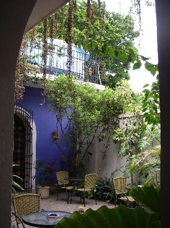 Hotel Julamis dining courtyard