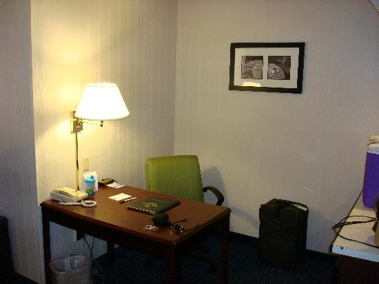SpringHill Suites St. Louis Chesterfield: Office Area in Room