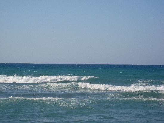 Agapi Beach Hotel: Le Bleu de la mer et du ciel