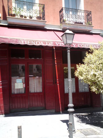 Photo of Spanish Restaurant Tienda de Vinos at Calle Augusto Figueroa 35, Madrid 28004, Spain