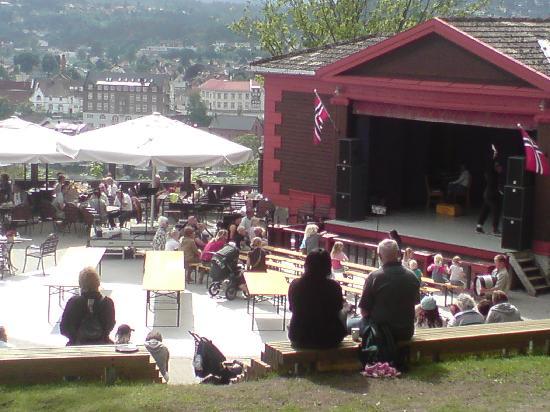 Brekkeparken: a stage