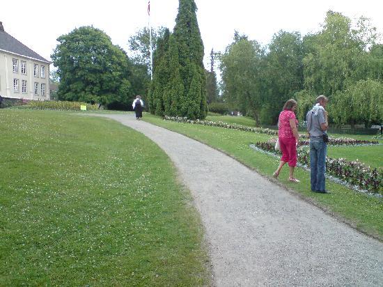 Brekkeparken: a path