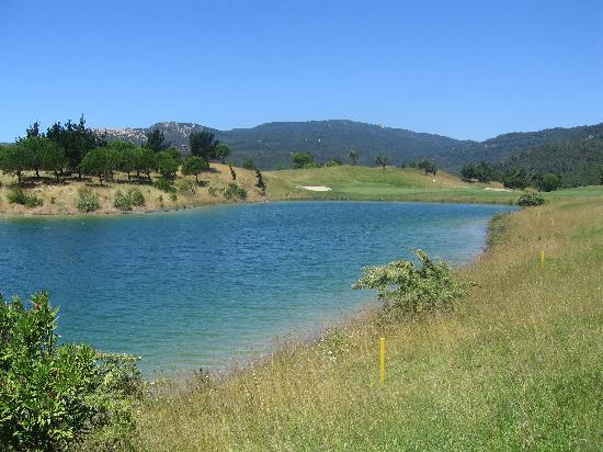 Penha Longa Resort: Water on golf course
