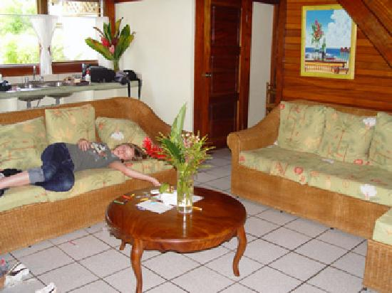 Corcovado Beach Lodge: living room- does not include dead child