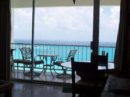 Girasol Condo Hotel : Check out the view from the living room!