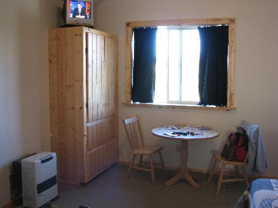 Alaskan Spruce Cabins: Interior of Cabin