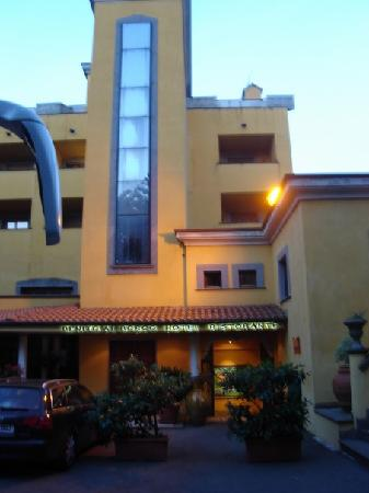 Velletri, Italien: The front of the hotel