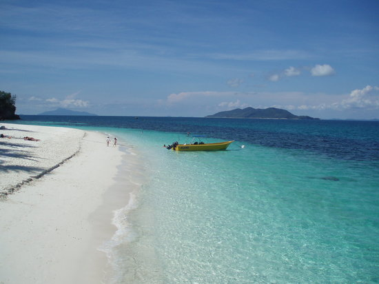 Rawa Island Resort: Clear sandy beach