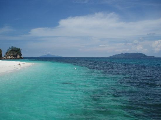 Rawa Island Resort: another clear sandy beach pic