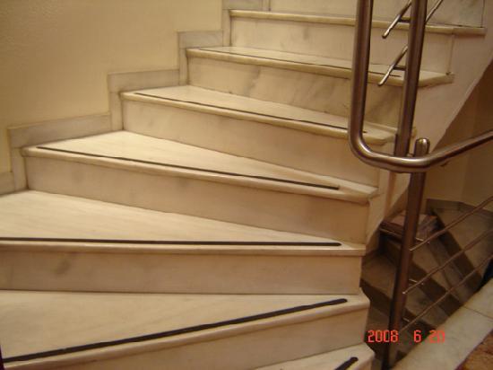Attalos Hotel: Nice Marble Stairs