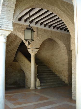 Piedra y Ladrillo en el Claustro del Antiguo Convento del Corpus en Bornos