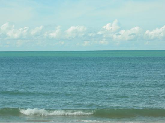 Desaru Golden Beach Hotel: Calming Sea