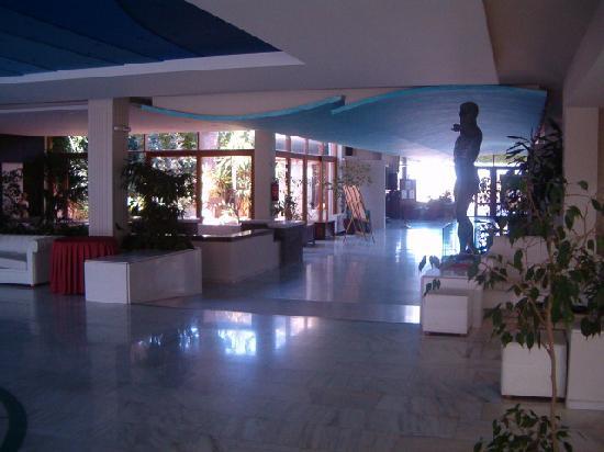 Marina Hotel : réception et hall d'accueil