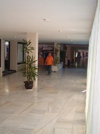 Marina Hotel : galerie marchande de l'hotel