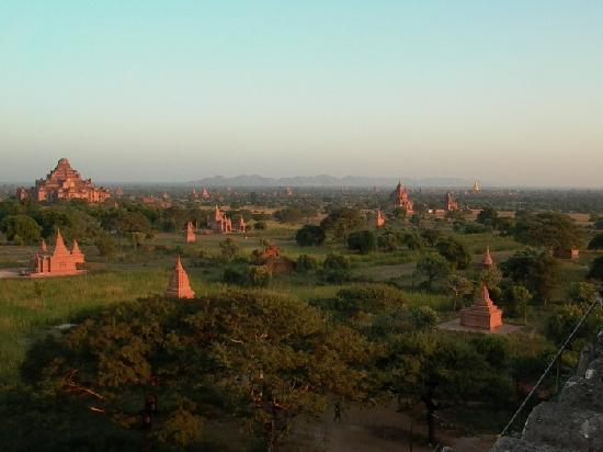 Thazin Garden Hotel: Late afternoon on Bagan plain