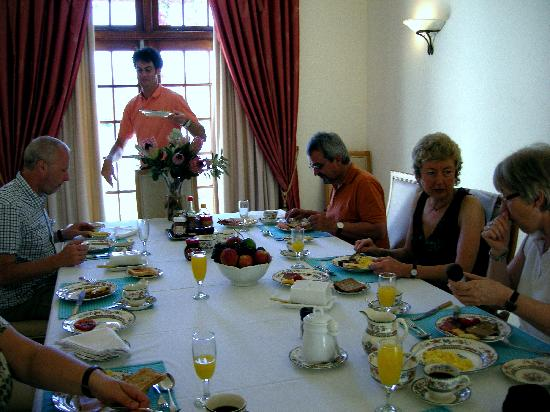 Halcyon House: Der Frühstückstisch