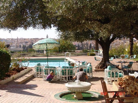 Transatlantique: piscine avec vue sur medina