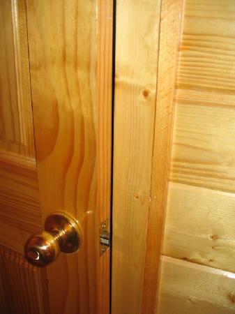 Smoky Getaways: Downstairs bathroom door would not close