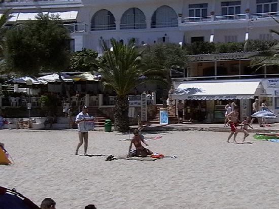 Hostal de la Caravel-la: Cala Gran beach