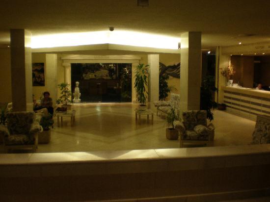 Hotel Atlantis Sintra Estoril: Vestibulo