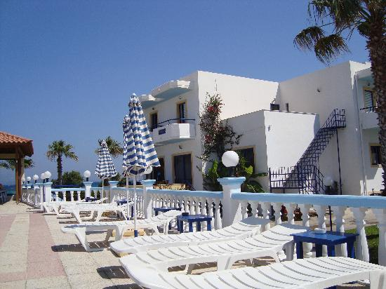 Apellis Hotel: View of Hotel From Pool Area
