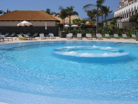Piscina agua dulce con jacuzzi fotograf a de gran meli palacio de isora resort spa alcal - Piscinas de agua salada ...