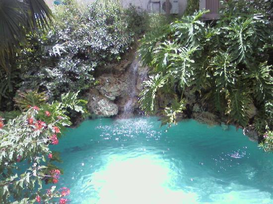 Tropikist Beach Hotel & Resort: WATERFALL