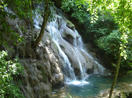 Parque Nacional Palenque: Waterfalls as you leave Palenque