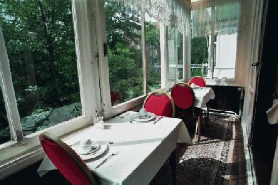 Parkzicht: Breakfast room sun room