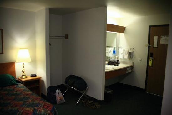 Super 8 Belgrade/Bozeman Airport: Super8 Belgrade, MT single queen room