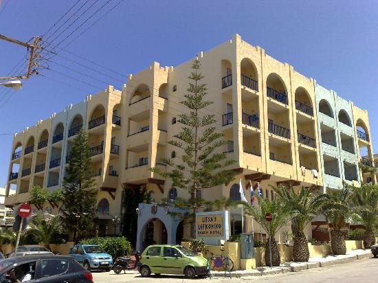 Litsa's Lefkoniko Beach Hotel : Front view