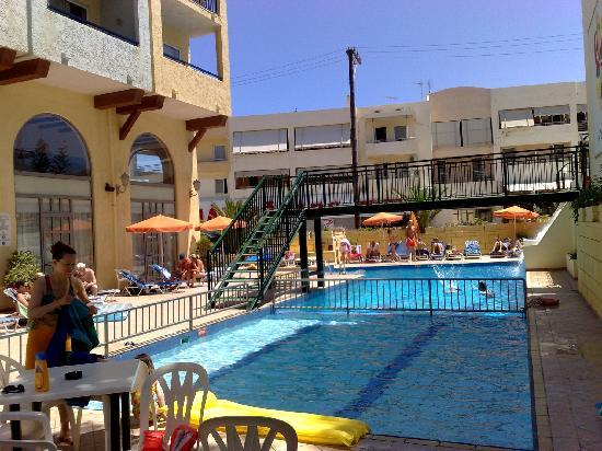 Litsa's Lefkoniko Beach Hotel : Pool