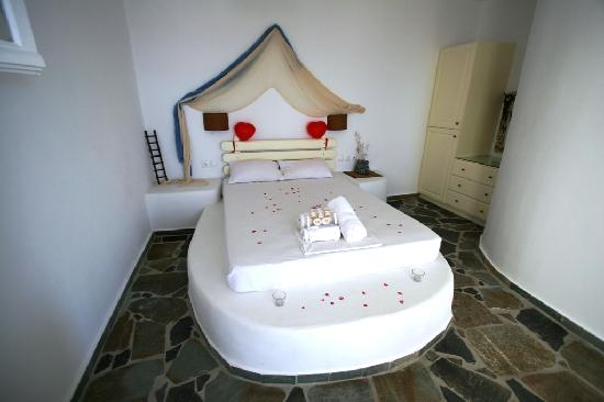 Psaravolada Resort: The traditional bed