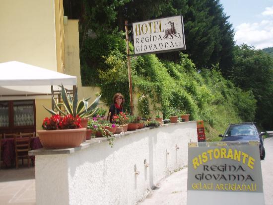 Albergo Regina Giovanna: In front of Hotel Regina Giovanna