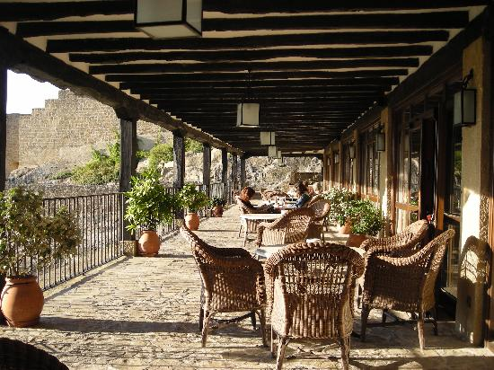 Parador de Sos del Rey Catolico: Terrace at the restaurant