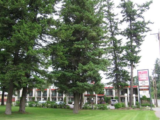 Quality Inn Quesnel: Viewed from the park on the south side of the property