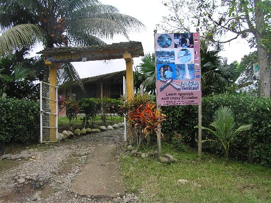 La Isla Hosteria: Entrance to Property