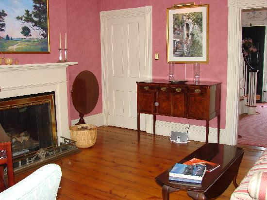 Sherburne Inn: Sitting area for guests