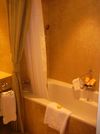 Four Seasons Hotel des Bergues Geneva : Acqua di Parma products...
