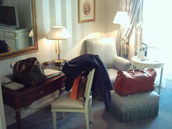 Four Seasons Hotel des Bergues Geneva : Desk